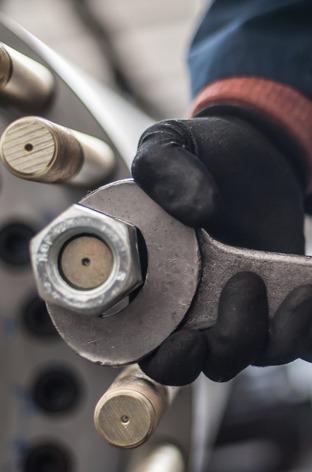 assemblaggio componenti metallo su misura
