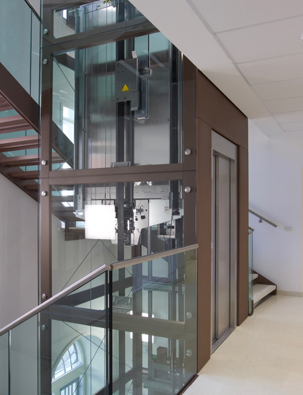 elegant ascensore interno esempio