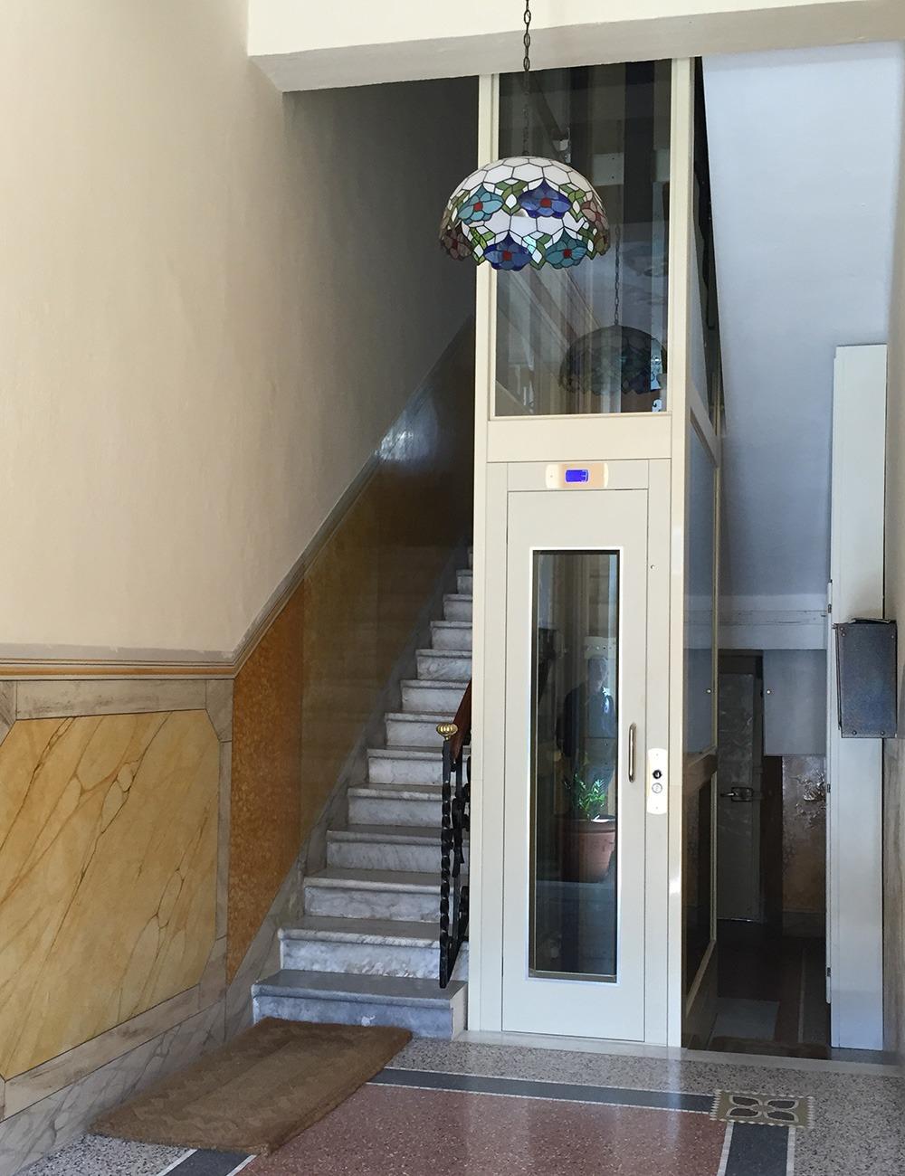 esempio ascensore piccolo